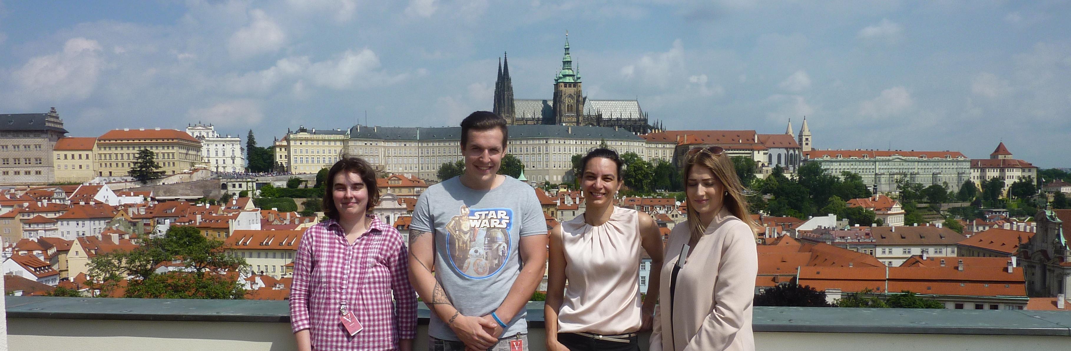 S dobrovolníky a stážisty v Praze